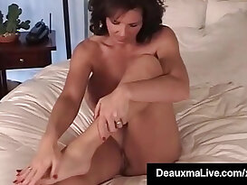Mature Shows Off Toes Feet Soles In Bed Nude!