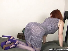 American milf Amber Dawn stuffs her pussy fucking session with dildo