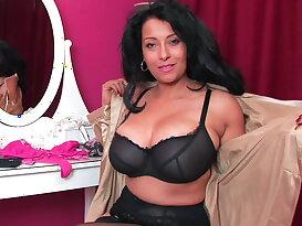Mommy\'s big fat titties